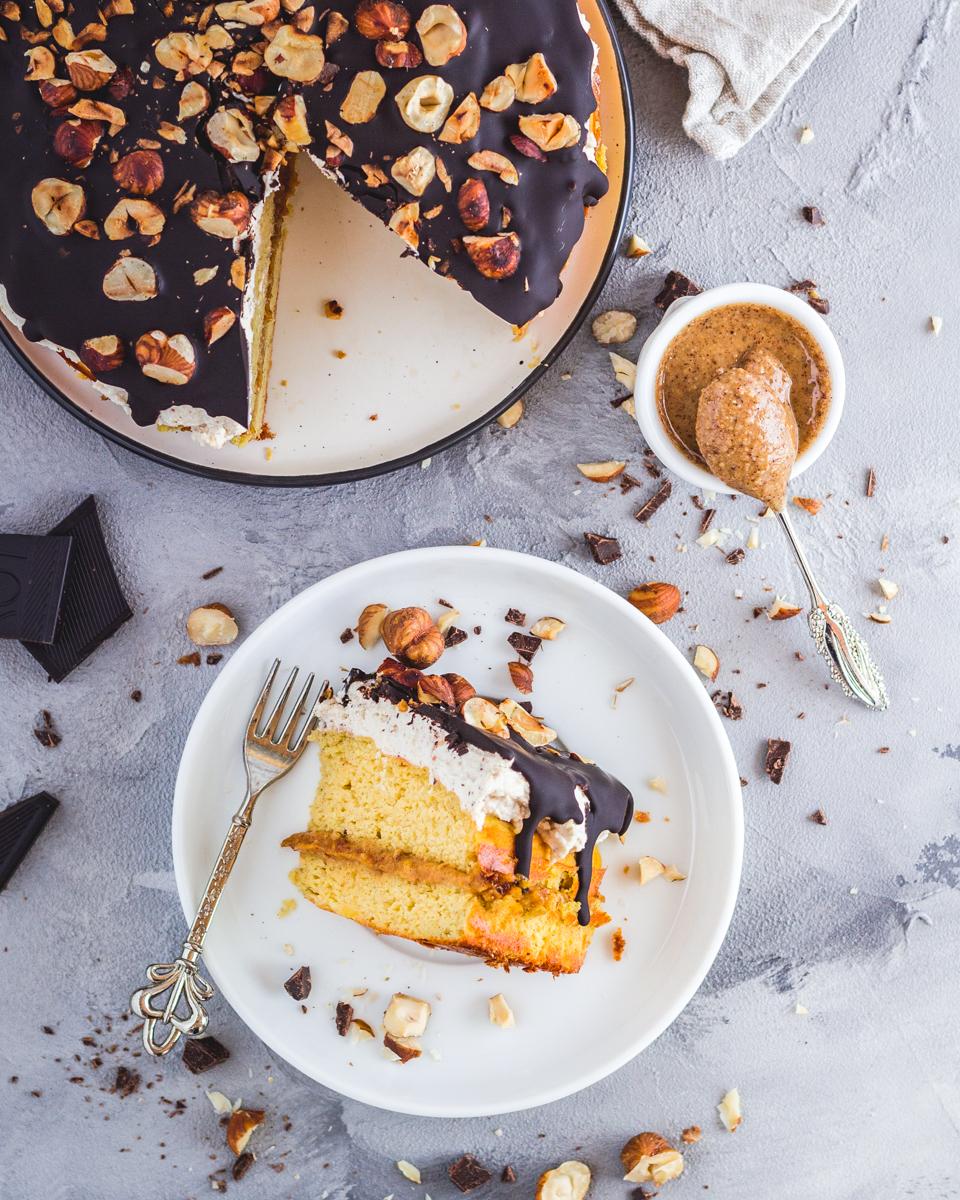 gesunder Haselnusskuchen mit Karamellcreme