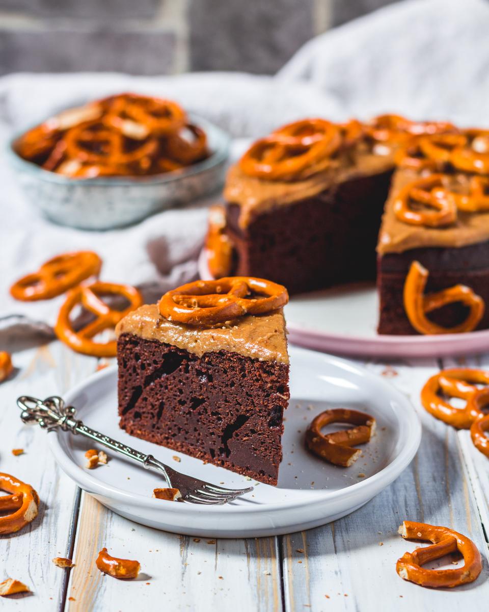 Brownie Protein Kuchen Mit Karamell Brezel Topping Danifitlifestyle