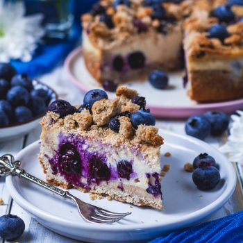 vegan blueberry crumble cheesecake