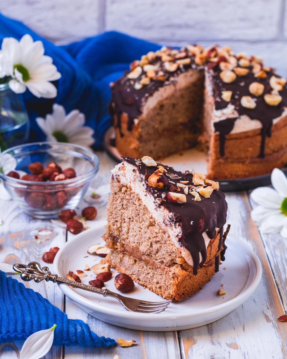 Veganer Haselnuss Karamell Creme Kuchen