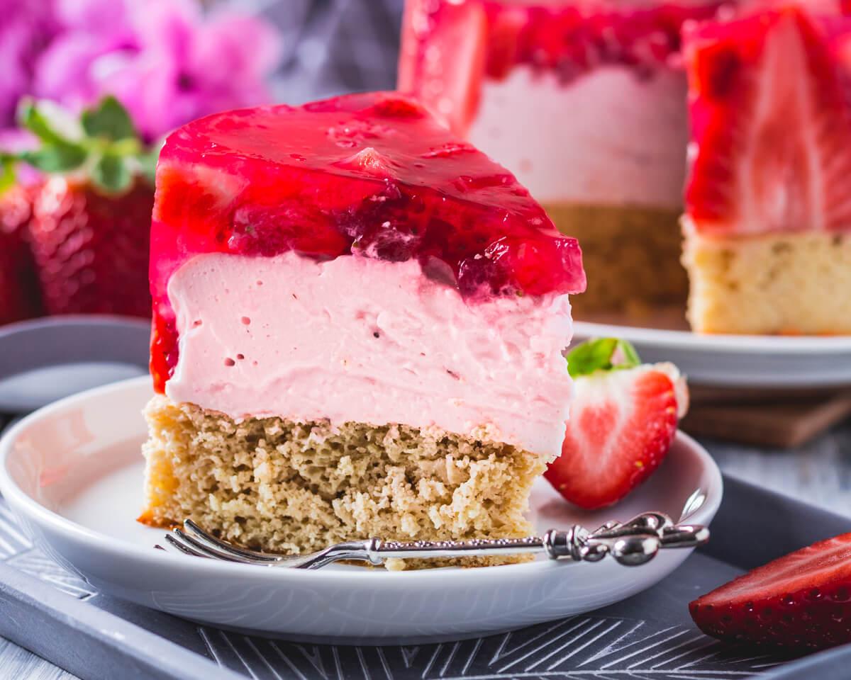 Gesunde Erdbeer Biscuit Torte Mit Skyr Creme Fettarm Und Proteinreich