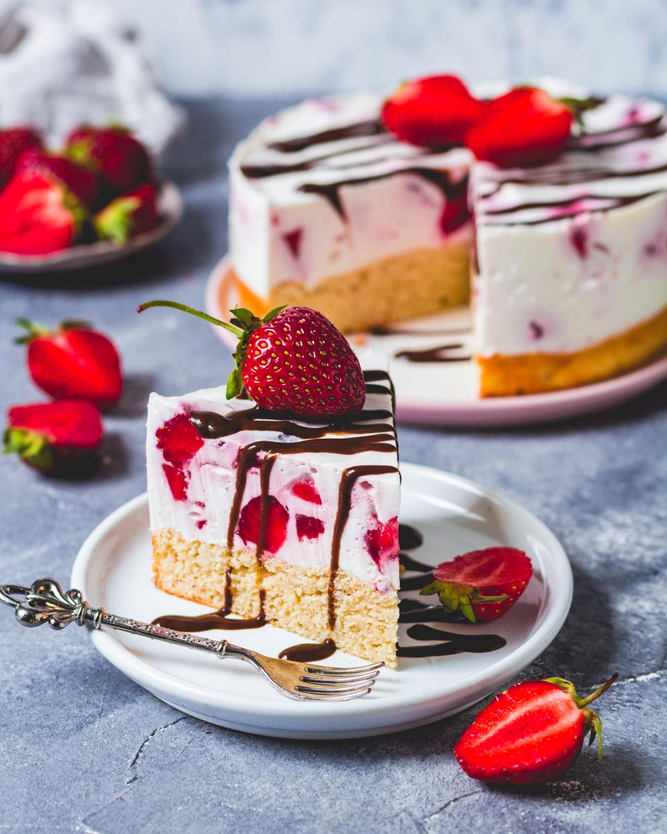 Strawberrie-Cream-Cake
