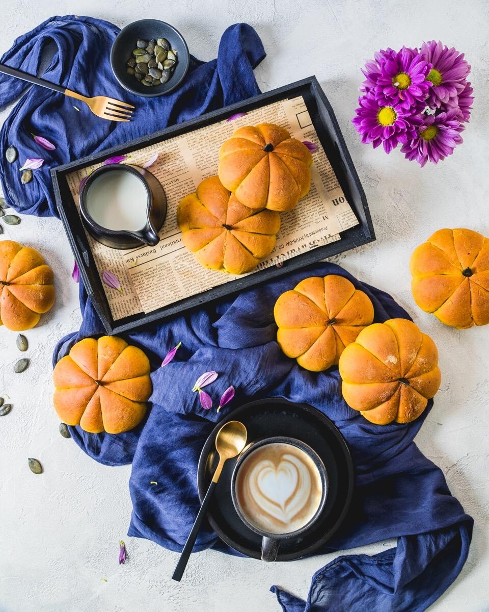 Frühstücksbrötchen mit Kürbis gebacken - Herbstrezept