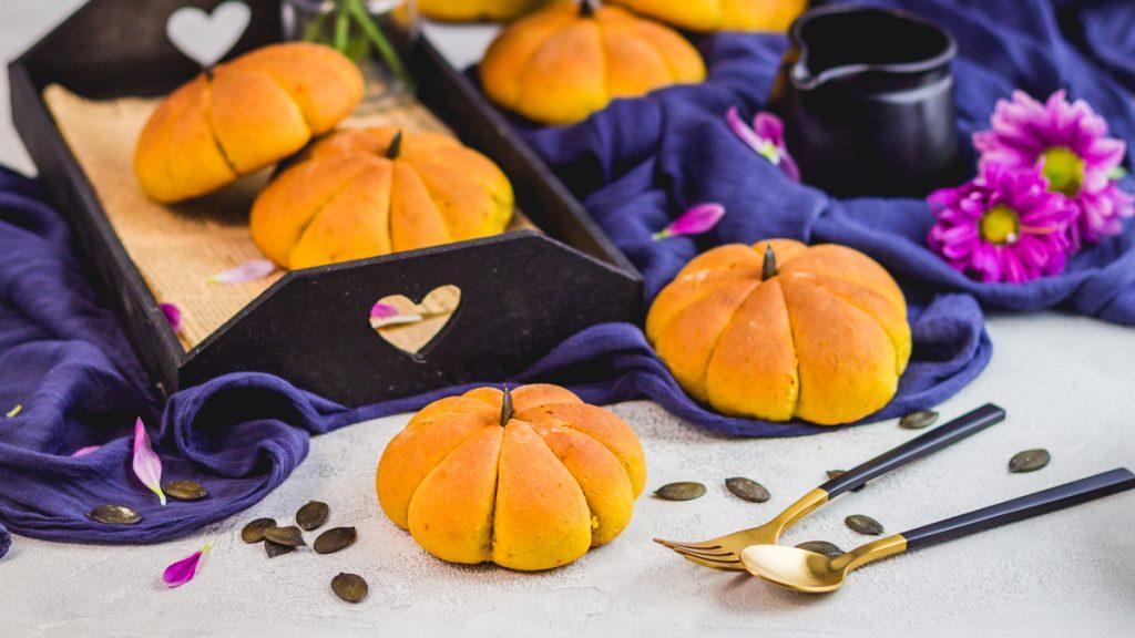 vegan pumpkin bread rolls