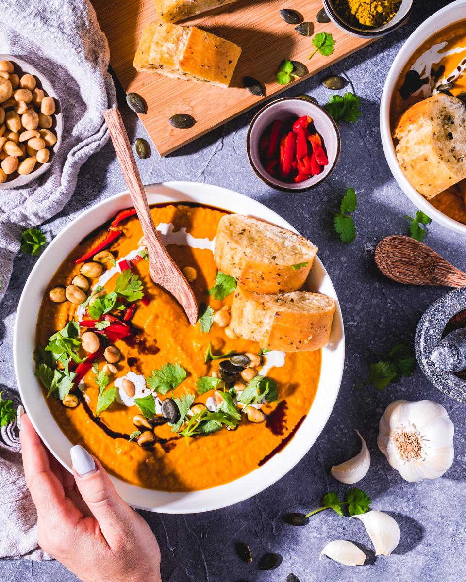 vegane Kürbissuppe mit Erdnussbutter