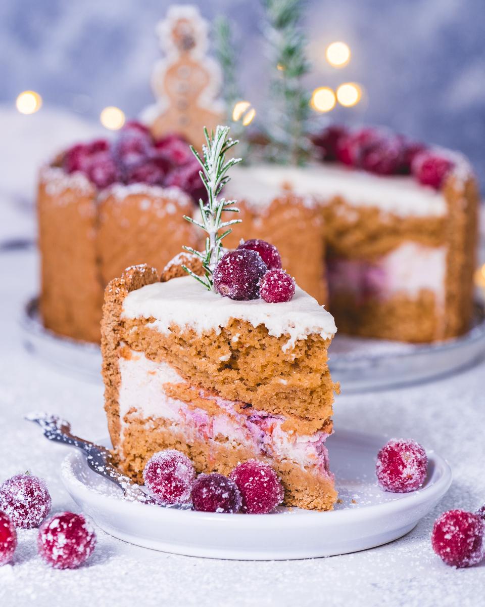 veganes Kuchen Rezept für eine leichte Spekulatius Creme Torte mit Kirschen