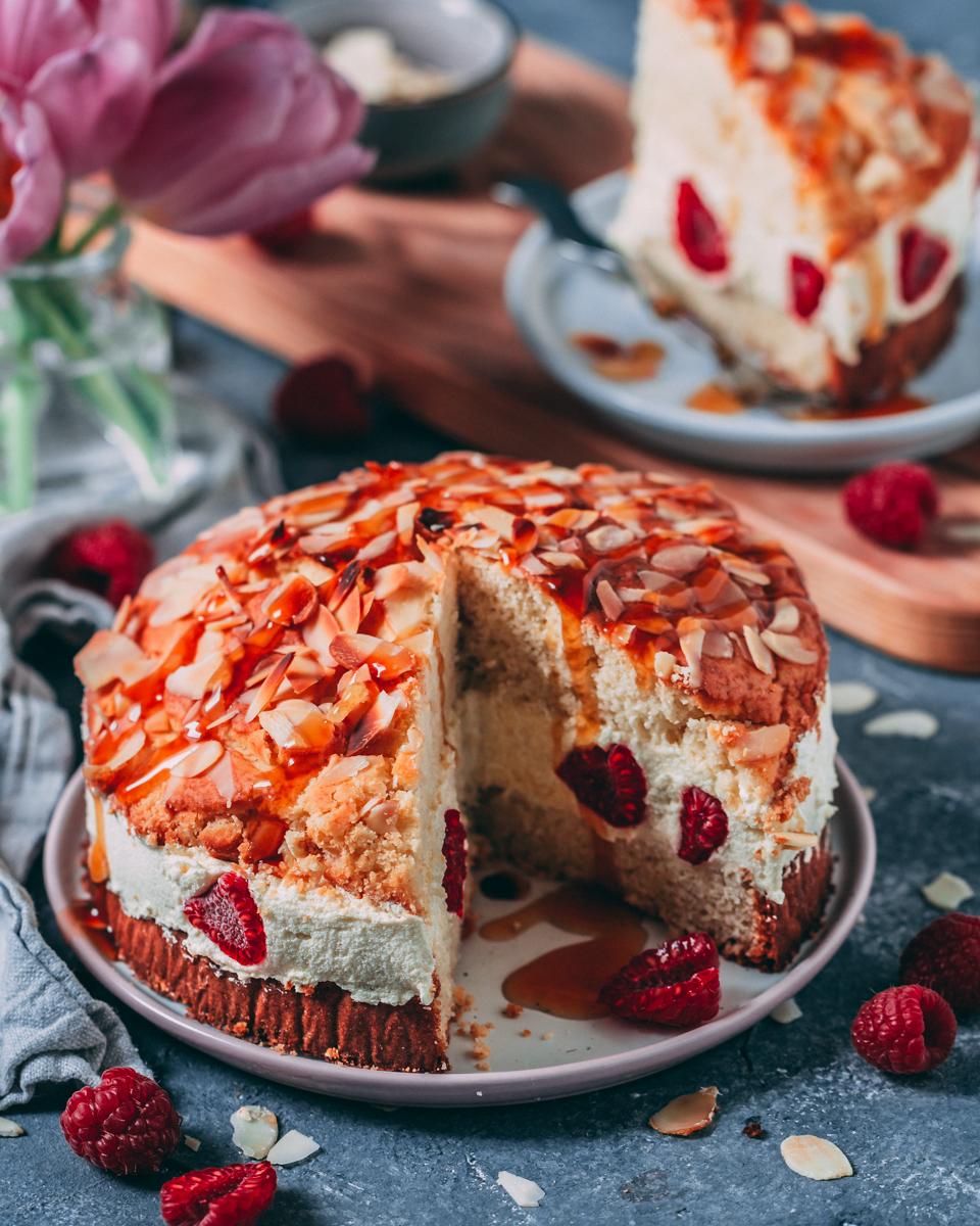 veganer Bienenstich Kuchen mit Himbeeren - glutenfrei, zuckerfrei