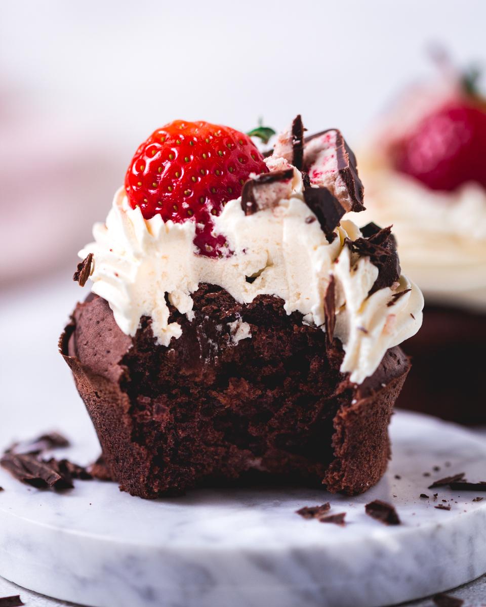 vegane yogurette Cupcakes mit Erdbeeren