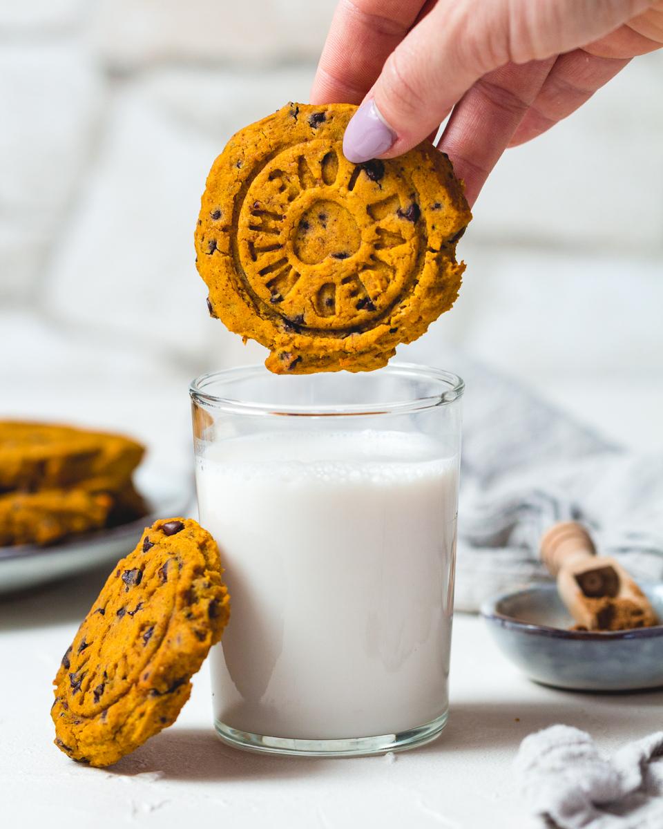 glutenfreie Kekse mit Kürbis und Schokolade ohne tierische Produkte