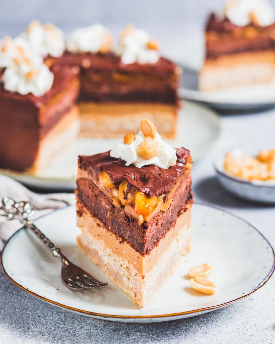 gesunder Snickers Kuchen ohne Industriezucker